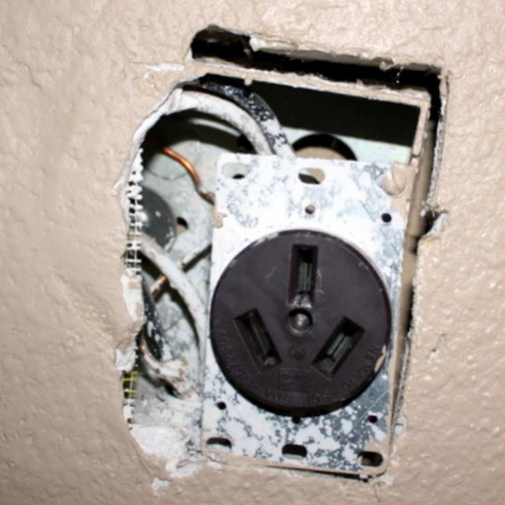 220 V Wall Outlet  Floating  In Box  How To Fix  (pic
