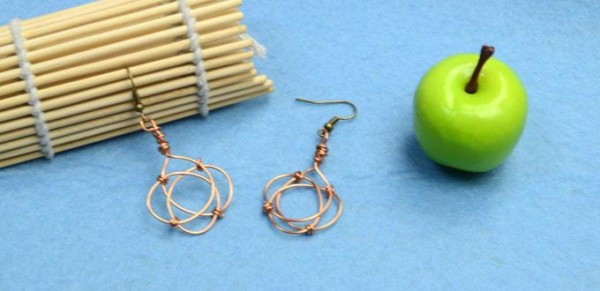 5 Steps To Make Cool Wire Wrapped Dangle Earrings