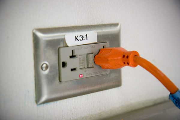 How To Hook Up A Car Amp Inside The House To A Wall Outlet