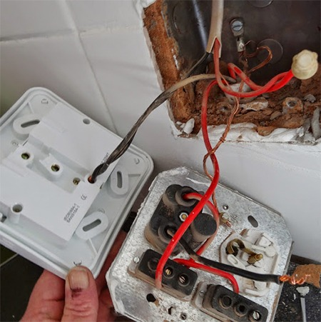 Wiring A Plug Socket Red Black 8 Mvpy1pb