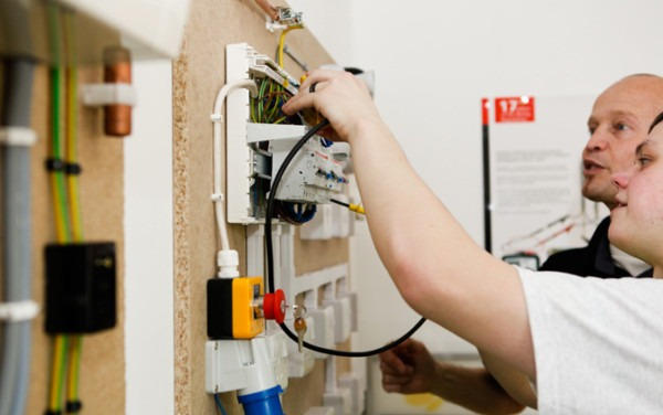 Beginners Electrical Courses   Training In Electrical