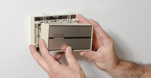 How To Clean An Electromechanical Thermostat